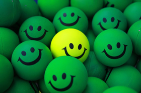 Be happy, my friend! I Want You to be Happy Day. Yellow smile. Green smileys. Free Download 2021 greeting card